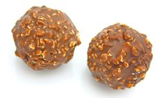 Homemade 'Ferrero Rocher' # sweets and desserts Ferrero Rocher, Sweet Recipes, Dog Food Recipes, Chocolat Recipe, Cake Dip, Butter Mints, Cake Pops How To Make, Wafer Cookies, I Love Chocolate