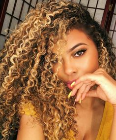 Black curly hair with blonde highlights best 25 highlights curly Colored Curly Hair, Black Curly Hair, Short Curly Hair, Brown Hair, Blonde Highlights Curly Hair, Blonde Curly Hair Natural, Blonde Curls, Highlights On Natural Hair, Golden Highlights