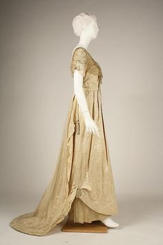 Evening dress (image 2) | House of Worth | French | 1913 | silk | Metropolitan Museum of Art | Accession Number: C.I.68.53.13