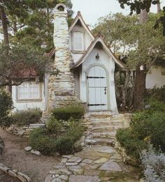 excerpt from the book 'Cottages by the Sea' by Linda Leigh Paul, 300 sf lovely little doll house of a cottage in Carmel, California