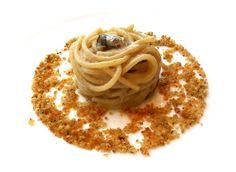 Spaghetti pane burrro e acciughe Magorabin per Proust Pasta Recipes, Gourmet Recipes, Whole Food Recipes, Healthy Recipes, Michelin Star Food, Food Decoration, Slow Food, Linguine, Food Design