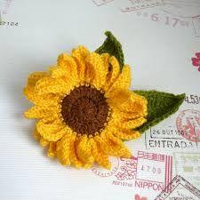 crochet sunflower Crochet Animals, Crochet Hats, Yarn Crafts, Diy Crafts, Crochet Sunflower, Knitted Flowers, Beautiful Crochet, Free Pattern, Crochet Earrings