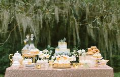 Cupcakes on display at wedding in Magnolia Gardens