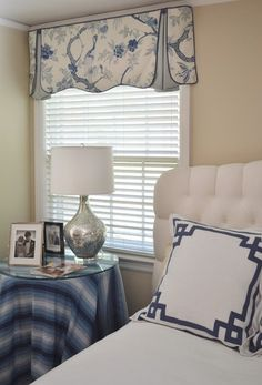 Blue and White Master Bedroom - traditional - bedroom - wilmington - by Poplin & Queen Houzz Beautiful style for our two side bedroom windows Bedroom Windows, Blinds For Windows, Window Blinds, Bedroom Blinds, Bay Windows, Arched Windows, Window Valances, Privacy Blinds, Sheer Blinds