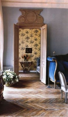 Town & Country, photo by Oberto Gili. Chevron Floor, Toile Wallpaper, Antique Interior, French Country House, Rustic French, Carpet Flooring, Architecture Details, French Doors, Interior Inspiration