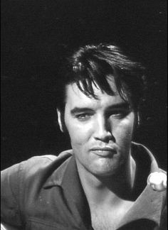 """Elvis - rehearsals. In the previous picture Elvis says, """"What was that again?"""" """"Hm."""""""