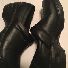 Wow clogs Women black merona clogs size 8,5 Merona Shoes Mules & Clogs