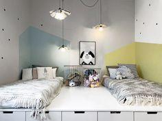 Strefa do spania na podwyższeniu w pokoju rodzeństwa Girl Room, Girls Bedroom, Sibling Room, Shared Rooms, Kids Room Design, Nursery Neutral, Room Decor, Furniture, Dom