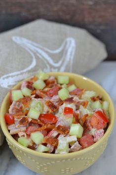 BCT Bacon Cucumber Tomato Salad Get the flavors of a classic BLT but in the form of a salad. This BCT (bacon, cucumber, tomato) salad is refreshing and the mayonnaise base sauce really brings Low Carb Recipes, Cooking Recipes, Fast Recipes, Cucumber Tomato Salad, Avocado Salad, Summer Salads, Summertime Salads, Soup And Salad, Salad Recipes