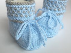 Knitting & Häkelschuhe - youngsters's knitted footwear - one design piece of ellyshop for DaWanda ♡ Knit Baby Shoes, Knit Baby Dress, Booties Crochet, Crochet Baby Booties, Baby Boots, Crochet Hats, Baby Knitting Patterns, One Design, New Baby Products