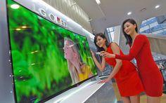 LG starts producing flexible, curvy displays you can STROKE Tv Oled, 70 Inch Tvs, Laptop Camera, Internet News, Lg Tvs, Gadgets, New Laptops, Flexibility, Samsung