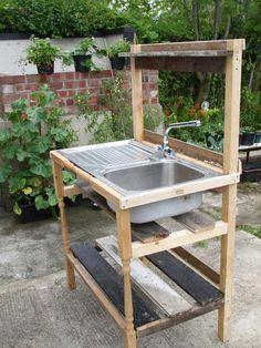 Mud Kitchen Decor for Kids Creates a Generation of Genius Outdoor Garden Sink, Outdoor Kitchen Sink, Outdoor Sinks, Mud Kitchen, Outdoor Baths, Kitchen Decor, Pallet Furniture, Outdoor Furniture Sets, Outdoor Decor