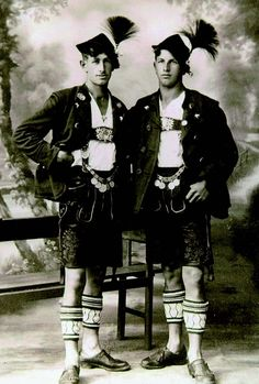 Burschn Traditional Fashion, Traditional Outfits, Vintage Photographs, Vintage Photos, German Costume, Photos Originales, Cute Gay Couples, Men In Uniform, Folk Costume