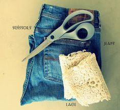If your jeans are too long cut them and add a touch of lace in minutes. Tutorial Things you need. Jeans Lace about 2 to 3 . Diy Lace Jeans, Denim And Lace, Lace Cuffs, Long Cut, Cuffed Jeans, How To Curl Your Hair, Old Jeans, Schneider, Refashion