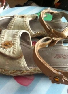 Kaufe meinen Artikel bei #Mamikreisel http://www.mamikreisel.de/kleidung-fur-madchen/sandalen/29476868-sandalen-gr-30-feet-me-klettverschluss