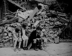 At the end of the war in 1945, London was a broken city. But amid the destruction, many hopes of rebuilding London as a 'welfare state' were reignited. Skilled migrant labor began to arrive through ships and the job sector also saw a boom. In 1946, Heathrow Airport opened as London's main airport, which also created new jobs.