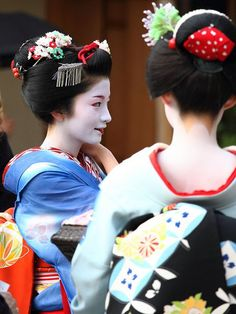 GEISHAS.......SOURCE BING IMAGES.......