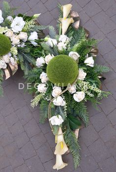 Grave Decorations, Modern Flower Arrangements, Ikebana, Funeral, Diy And Crafts, Floral Wreath, Bouquet, Wreaths, Flowers