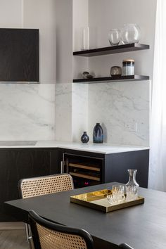 Westminster residential project by Studio Mills. White marble and black ash kitchen Big Kitchen, Kitchen Items, Kitchen Dining, Kitchen Decor, Kitchen Interior, Interior And Exterior, Interior Design, Modular Furniture, Storage Places