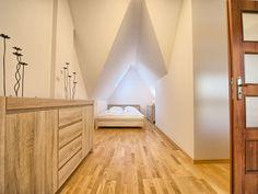 Przytulna osobna sypialnia z łożem małżeńskim