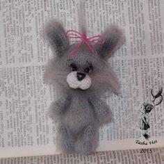 Милый брошь зайка Степашка. Ростиком 9 см. Связан из мохера, крючком 1,3. Носик из пластики. Ищет добрую и любящую маму :) #амигуруми #крючком #брошка #брошь #ручнаяработа #вязание #своимируками #amigurumi #crochet #handmade #brooch #brooches #rabbit #кролик