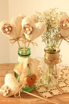 Idee fai da te: Riciclo – Recycle Heart Decorations, Baby Shower Decorations, Valentine Day Crafts, Be My Valentine, Diy And Crafts, Arts And Crafts, Heart Crafts, Bottles And Jars, Felt Flowers