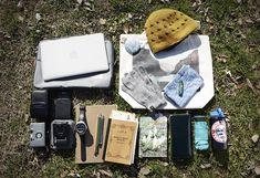 ネパールで買ったニット帽、手ぬぐい / Dr.Bronner'sのオーガニックリップバーム / 手袋 / NALGENEのボトル / totesの折りたたみ傘 / 財布 / 書籍「尾瀬の花」/ LIFEのノー […]