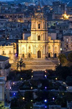 Modica, Sicily, the city of wonderful Baroque buildings and... the most delicious chocolate! // Modica, Sicilia: città ricca di splendidi edifici barocchi... e con un cioccolato davvero squisito!