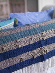 """Herbst / Winter 2013 - Der Teppich """"Slarvtjäll"""" hat eingewebte Stoffschnipsel, die hier und da hervorschauen. Das geht auf eine schwedische Webtechnik zurück. Größe 160 x 200 cm."""