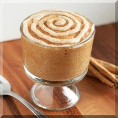 Cinnamon Roll Mug Cake (cooked in 3 minutes!) - Cooking Classy Cinnamon Roll Mug Cake (cooked in 3 minutes! Mug Recipes, Cake Recipes, Dessert Recipes, Quick Dessert, Cinnamon Cake, Cinnamon Rolls, Food Cakes, Cupcakes, Yummy Snacks