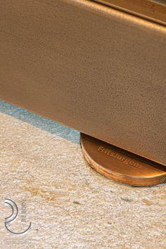 Prachtige stalen deuren met gepatineerde bronslaag. Oók het FritsJurgens rozet wordt brons gemaakt. Tot in de details afgewerkt!