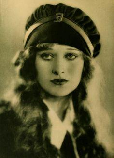 Delores Costello, Drew Barrymore's grandmother