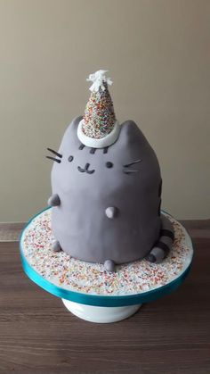 My daughter has birthday today She wanted a pusheen cat cake. She did not let me make my own creation / no free hand 😂😂😉 Pusheen Birthday, Birthday Cake For Cat, 6th Birthday Cakes, Cupcakes, Cupcake Cakes, Chat Pusheen, Pusheen Stuff, Bolo Sofia, Pusheen Cakes