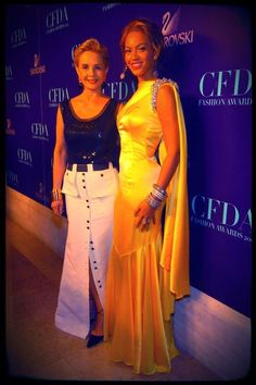 Beyoncé and Carolina Herrera from the 2004 CFDA Fashion Awards.