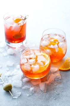 How to make a Classic Italian Spritz Cocktail 3 ounces prosecco (or sparkling wine of your choice) 1 ounce aperitif (such as Aperol or Campari) club soda or sparkling water (optional, to taste) Craft Cocktails, Summer Cocktails, Cocktail Drinks, Cocktail Recipes, Aperitif Drinks, Liquor Drinks, Bourbon Drinks, Fancy Drinks, Vodka Cocktails