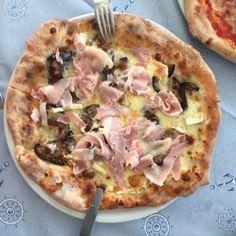 La pizzeria Tazebao si trova a Trieste, a due passi dal centro ...