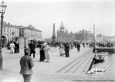 © Photoglobus, The Society of  Swedish Literature in Finland, The Market Square, Helsinki