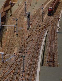 Gleisbau Source by rainerheckmann Ho Model Trains, European Models, Ho Scale Trains, Lego Trains, Model Train Layouts, Classic Toys, Planer, Scenery, Shelf