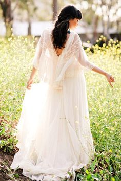 Oooh. I like the drapey flowiness and sleeves. Veil hood?