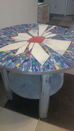 Stolik ręcznie malowany.
