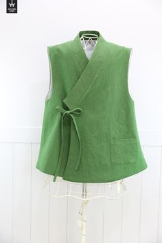 린넨조끼 생활한복 스타일 쏘잉별에서 기존 누빔조끼로 제작하여 꾸준한 인기가 있었던 당의형 조끼가 고객... Kurta Designs, Blouse Designs, Clothing Patterns, Dress Patterns, Vest Pattern, Mode Hijab, Fashion Sewing, Linen Dresses, Sewing Clothes