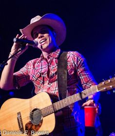 Dustin Lynch Photos From His Performance At Toby Keith's Bar And Grill – Foxborough, MA 10/11/12 | TheCountryPaparazzi
