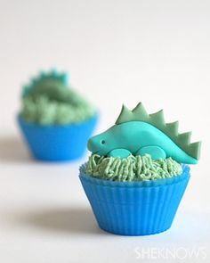 A tutorial in She Knows: how to make these adorable dinosaurs with fondant