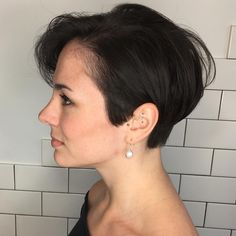 Even the most boring occasion will liven up with a short pixie cuts. Just as the cut itself looks sharper and brighter, its sharpness and brightness are