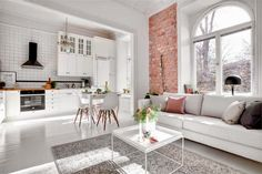 Neljä kotia - Four Homes Tein koosteen tälle päivälle neljästä myynnissä olevasta ruotsalaisesta kodista. Jokaisessa kodissa on käytetty ...