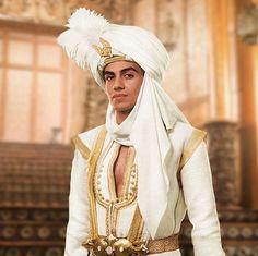 Aladdin is a movie starring Naomi Scott, Will Smith, and Mena Massoud. Walt Disney, Disney Films, Disney And Dreamworks, Disney Live, Aladdin Film, Watch Aladdin, Aladdin Cast, Aladdin 1992, Naomi Scott
