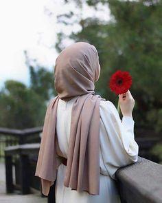 Apple Blossom's Hijab is my crown images from the webThe particular scarf is an essential element inside attir Hijab Chic, Hijab Dp, Stylish Hijab, Muslim Hijab, Hijab Fashionista, Hijabi Girl, Girl Hijab, Hijab Hipster, Beautiful Hijab Girl
