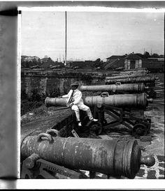 Spanish Cannons, Fort Santiago, Intramuros, Manila, Philippines 1902 by John T… Philippines Culture, Manila Philippines, The Spanish American War, American History, Philippine Army, Fort Santiago, Cuba, Treaty Of Paris, Jose Rizal