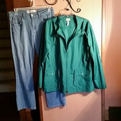 Cute green fall jacket. Excellent condition.  Kelly Green rain jacket with hood.  Zip front.  Adjustable waist.  You can roll the sleeves up. Bass Jackets & Coats