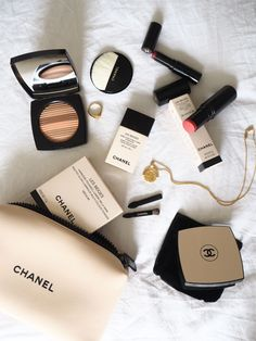 Chanel Make Up Minimal Make Up Flatlay Hydra Beauty Les * chanel make-up minimal make-up flatlay hydra beauty les Chanel Make Up Minimal Make Up Flatlay Hydra Beauty Les * My makeup collection Classy Aesthetic, Aesthetic Makeup, Beige Aesthetic, Drugstore Makeup, Makeup Cosmetics, Les Beiges Chanel, Beauty Skin, Beauty Makeup, Chanel Beauty